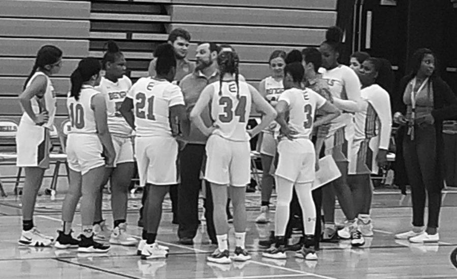 Girls%E2%80%99+Basketball+Strives+to+Reach+Regionals